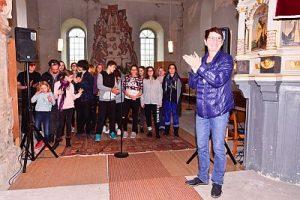 Deutsch Polnisches Kraeuterprojekt Schüler der Oderbruch-Oberschule Neutrebbin und der Partnerschule im polnischen Bogdaniec arbeiten gemeinsam mit Jugendlichen aus Rüdersdorf mit dem Pelle Musical Camp in der Dorfkirche in Prädikow