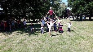 1. gemeinsames buntes Fest SZ Neutrebbin Pyramide HP